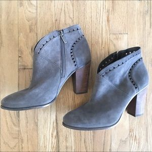Vince Camuto Fritan gray suede boots